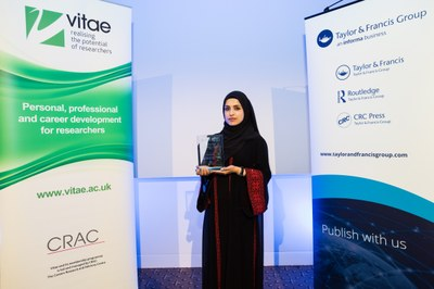 3MT_Nazira Albargothy with trophy